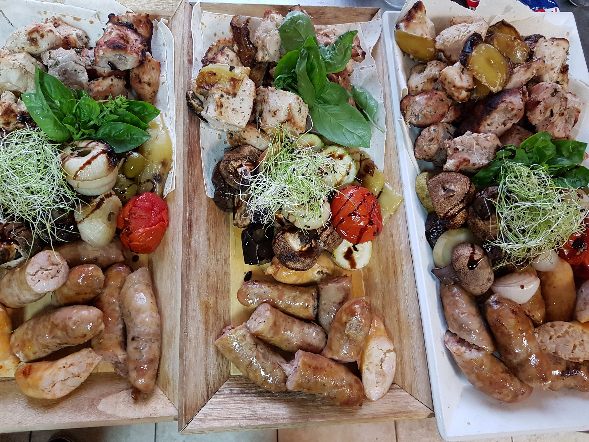колбаски барбекю на банкет